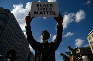 兩百年的不公平:BLM遍地開花,從美國非裔運動的經濟因素說起