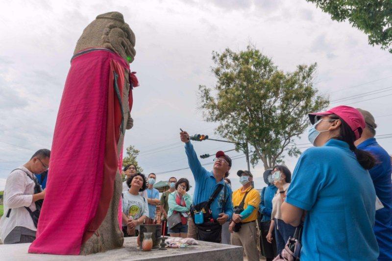 不少遊客都專程來看瓊林村的風獅爺。 圖/縣府提供