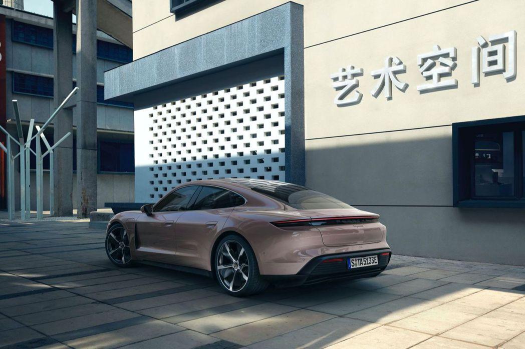 Porsche Taycan RWD中國當地售價為88.8萬人民幣(約台幣370...