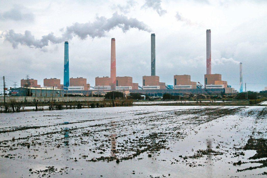 台中火力發電廠二號機、三號機近日重啟,再度引發中央與地方互槓爭議。 圖/聯合報系資料照