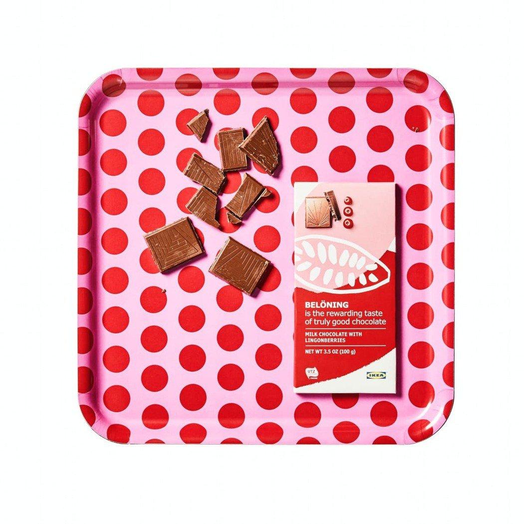 午茶時間選擇藍莓或越橘風味的BELONING 牛奶巧克力片(原價79元、特價59...
