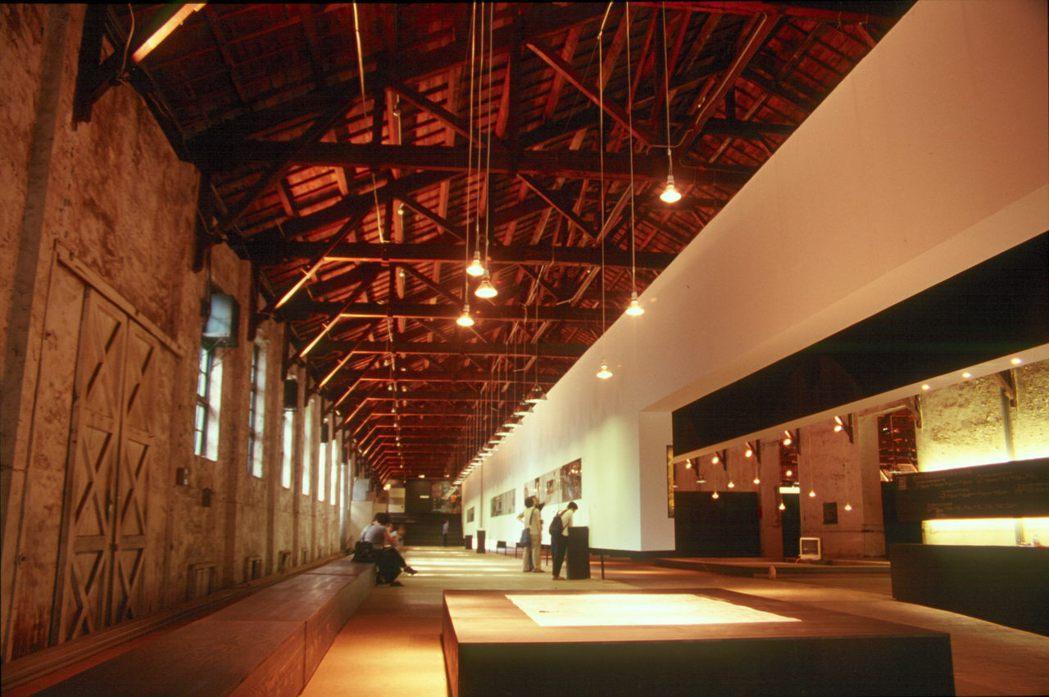 2001松山菸廠「總統府廣場競圖展覽」。圖/龔書章提供