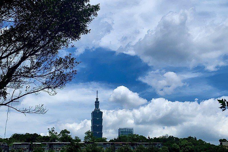 台北101,在步道的幾個高點,看得更清楚了。