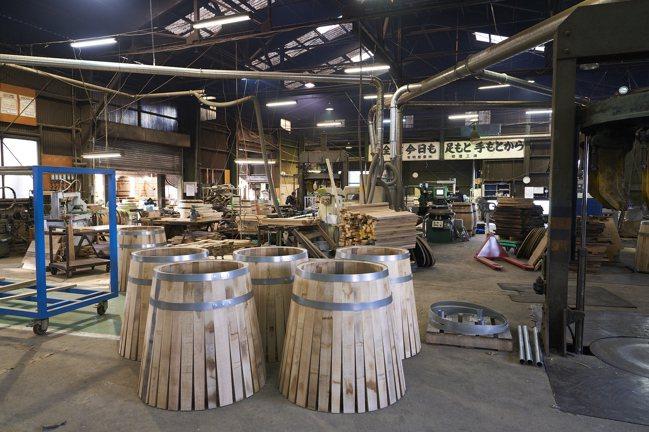 日本橡木桶製作工廠。攝影/徐博宇