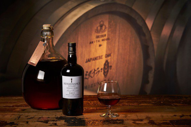 文藝復興酒廠推出以日本水楢木桶做最後過桶處理的蘭姆酒cast17342。攝影/徐...