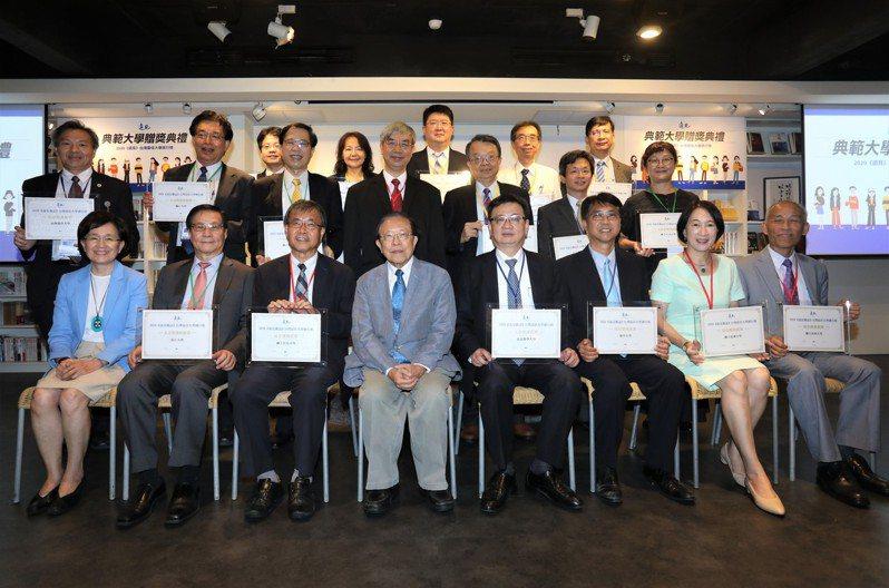 遠見雜誌公布2020最佳大學排行榜並舉行頒獎典禮,總榜前五名依序為台灣大學、清華大學、成功大學、交通大學、中山大學。圖/遠見雜誌提供