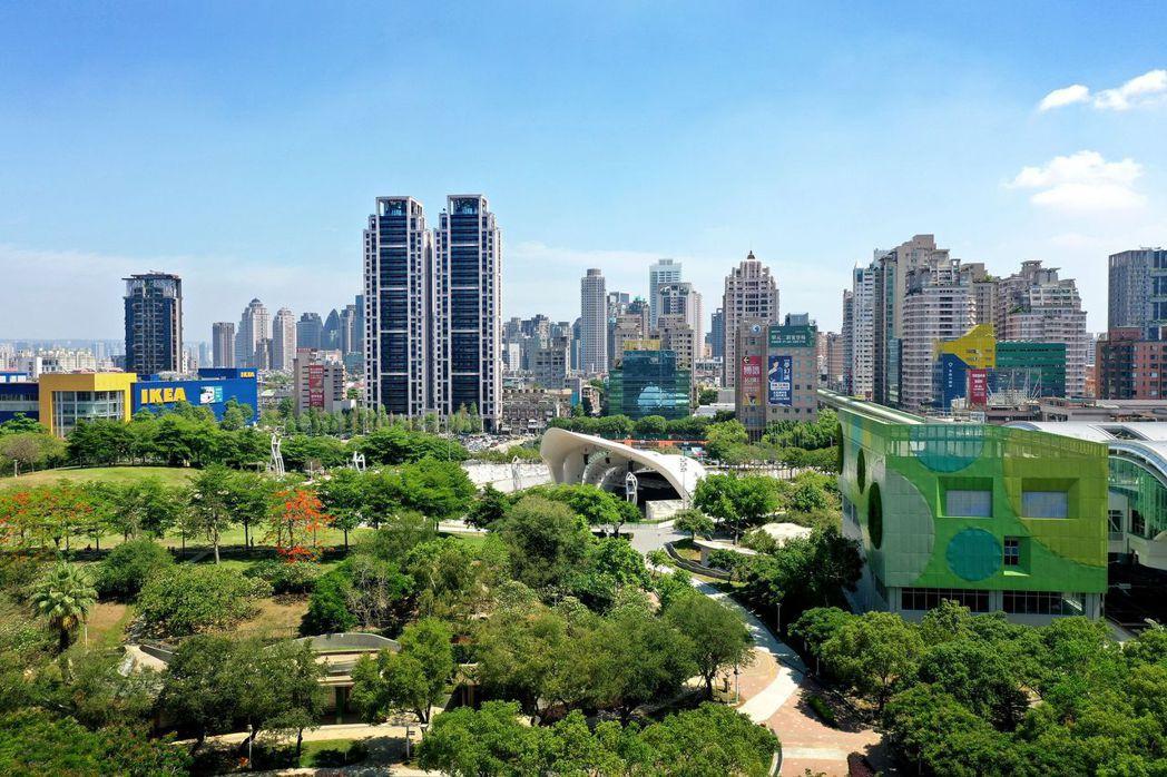 房仲業分析,台中豪宅林立,過戶比前三名都擁有超過1500坪基地,顯見大基地深受豪...