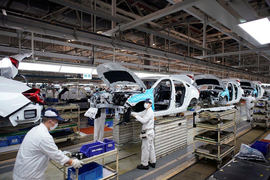 中國製造業PMI指數更升至六個月來高點。(圖/路透)