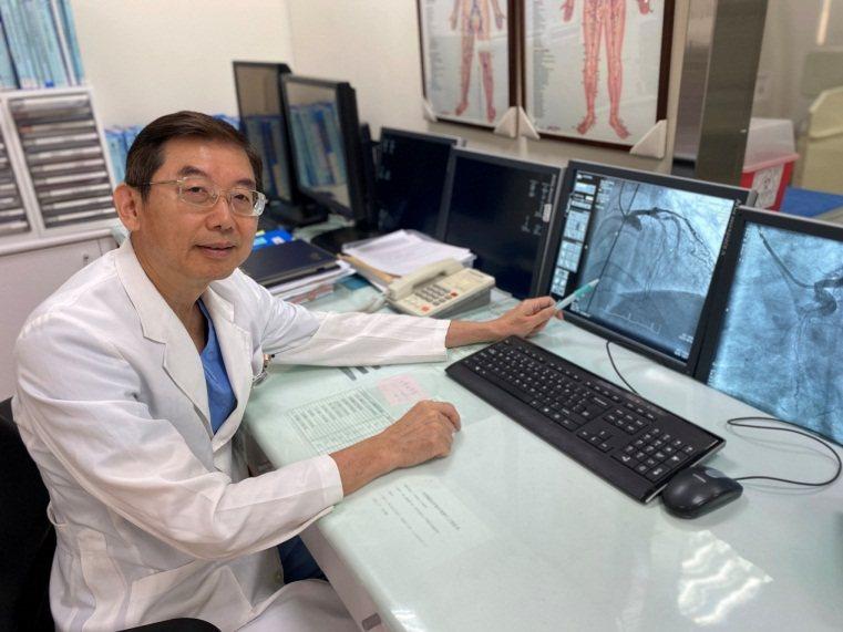 衛福部苗栗醫院心導管室主任蔡貴嶔醫師指出,患者心臟左前降枝管阻塞導致急性心肌梗塞發作,非常危險。圖/苗栗醫院提供