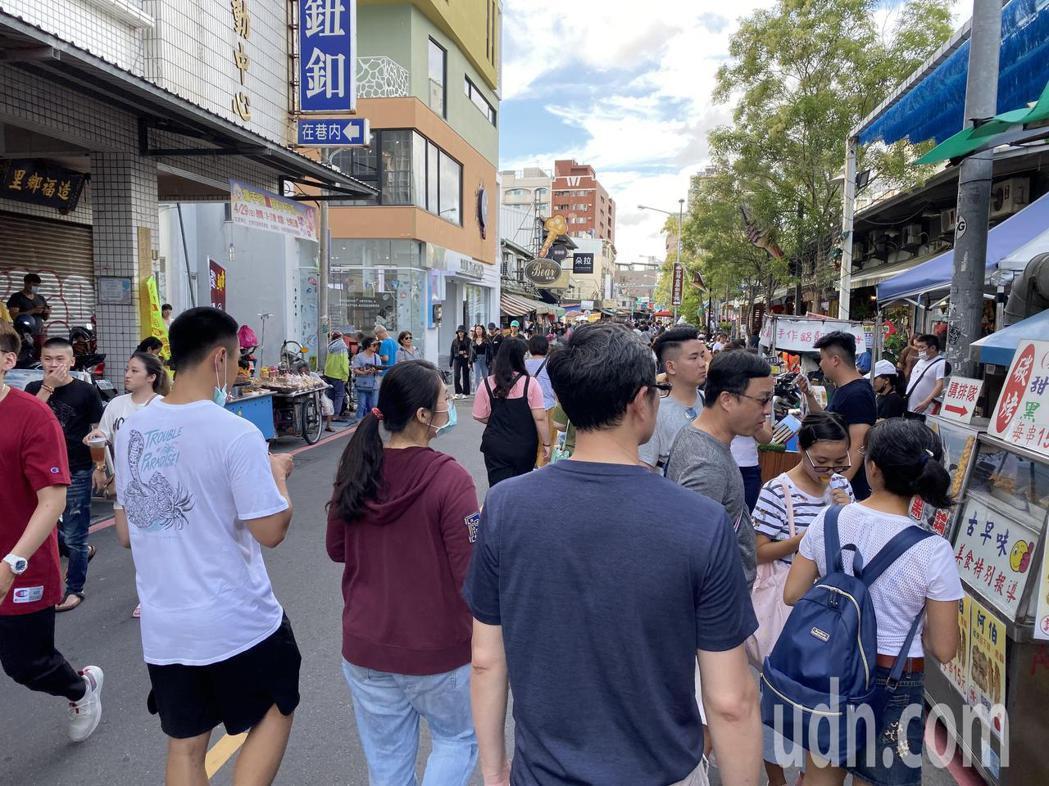 台南市長黃偉哲今天宣布民眾來台南消費可參加抽獎。圖/本報資料照片