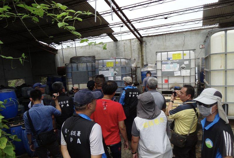 台南市環保局稽查汙染事件。圖/環保局提供