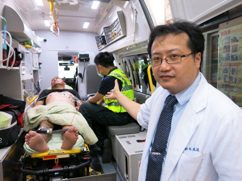 豐原醫院急診室主任林技政表示,急性心肌梗塞的黃金救援時間在90分鐘內。(照片非當事人)圖/豐原醫院提供