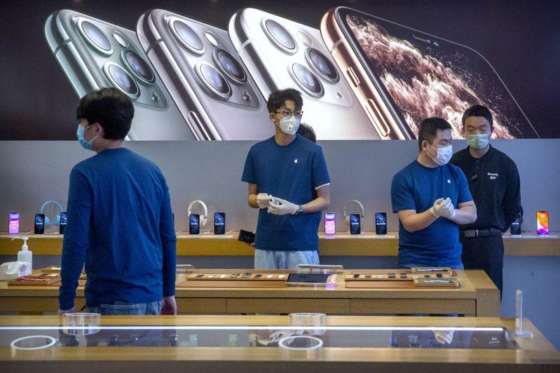 蘋果正努力趕進度,5G iPhone量產可能僅延後一到兩個月。美聯社