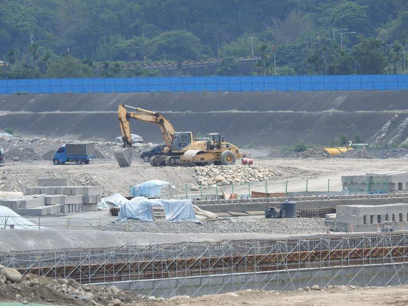 鳥嘴潭人工湖正在動工,縣府希望爭取回饋金比例,改善南投縣基礎建設。圖/本報資料照片