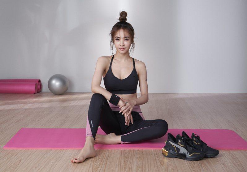 蔡依林Jolin總是把品牌服裝穿好穿滿,演繹PUMA全新的STUDIO專業瑜珈系列服飾,更是難得曲線畢露。圖/PUMA提供