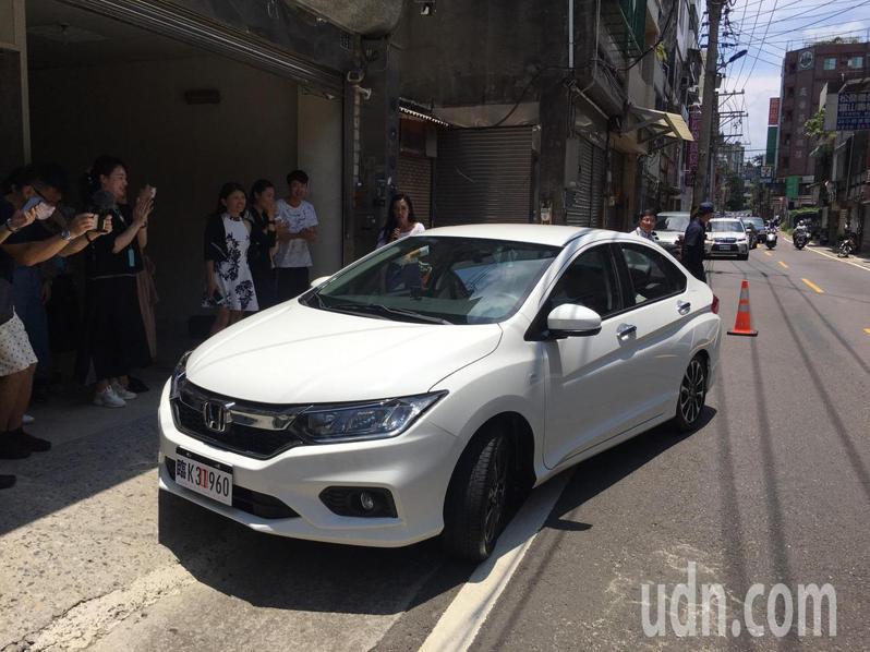 市府與新竹市Honda汽車經銷商合作,贈送第45萬幸運寶寶「冰冰」一輛Honda City轎車。記者王駿杰/攝影