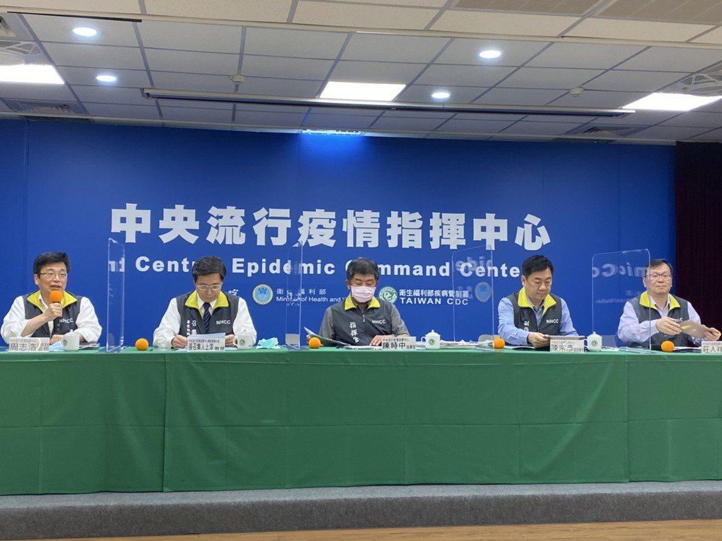 中央流行疫情指揮中心7月1日下午兩時記者會出席名單由左到右中央流行疫情指揮中心疫...