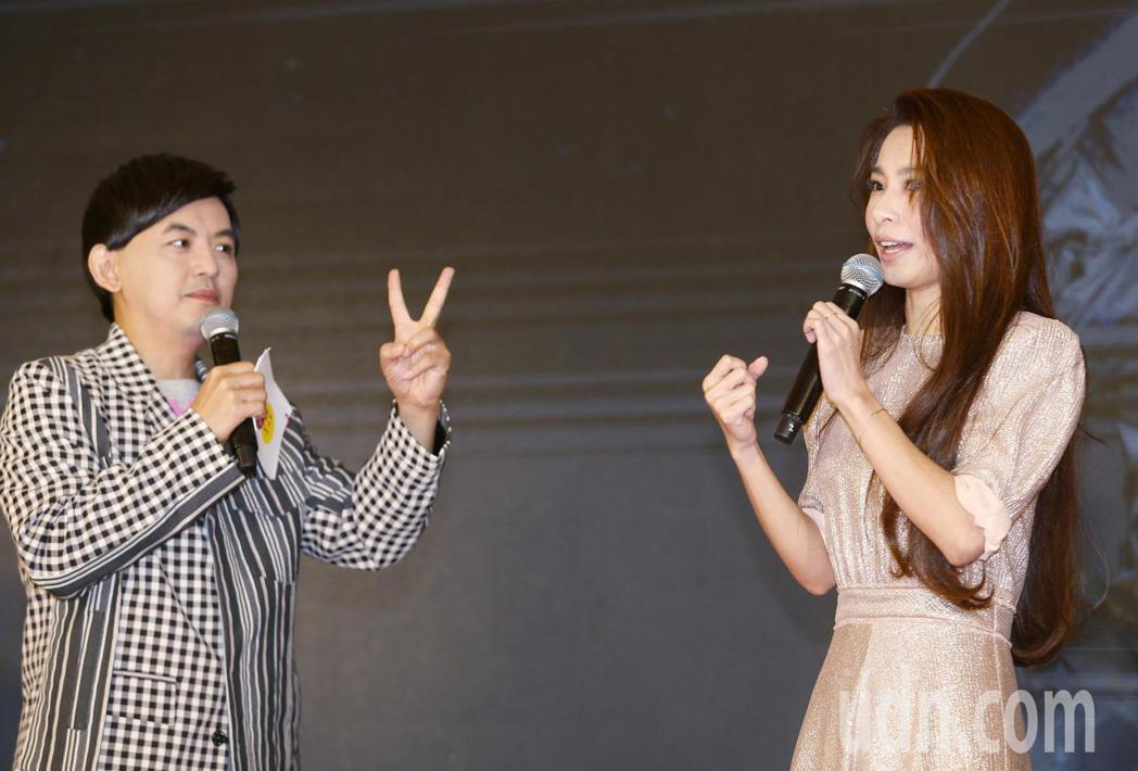 歌手田馥甄(右)宣布,將開始第五張專輯及第二個巡迴演唱會的計畫,並宣布九月首站將...
