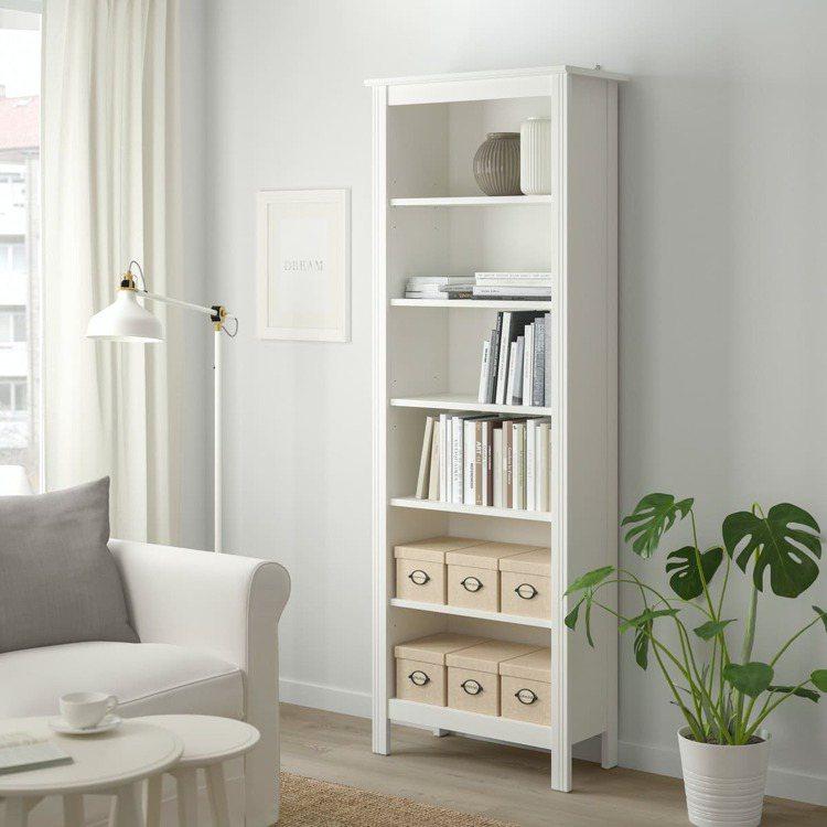 BRUSALI書櫃原價2,995元,特價1,990元。圖/IKEA提供