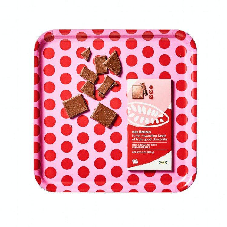 藍莓或越橘風味的BELONING牛奶巧克力片原價79元,特價59元。圖/IKEA...