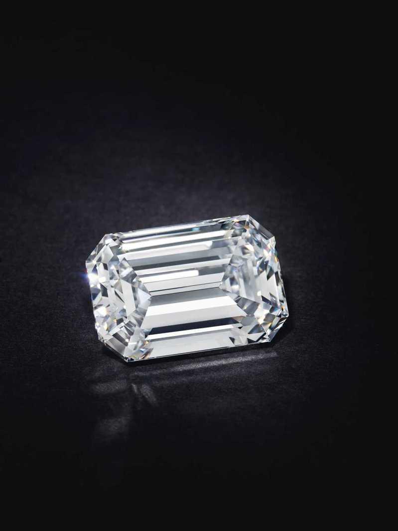 佳士得線上珠寶拍賣創新紀錄,一枚鑲嵌28.86克拉D色VVS1、TYPE IIA美鑽的鑽戒,以211萬5,000美元成交,平均每克拉73,000美元。圖/佳士得提供
