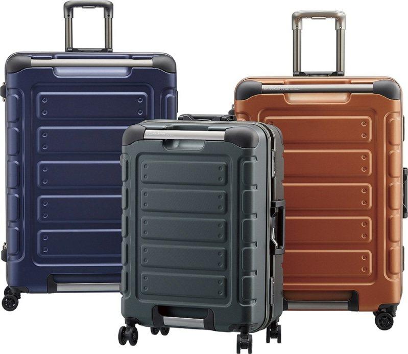 CROWN悍馬系列行李箱,備有22、27及30吋款,10,620元起。圖/CROWN提供