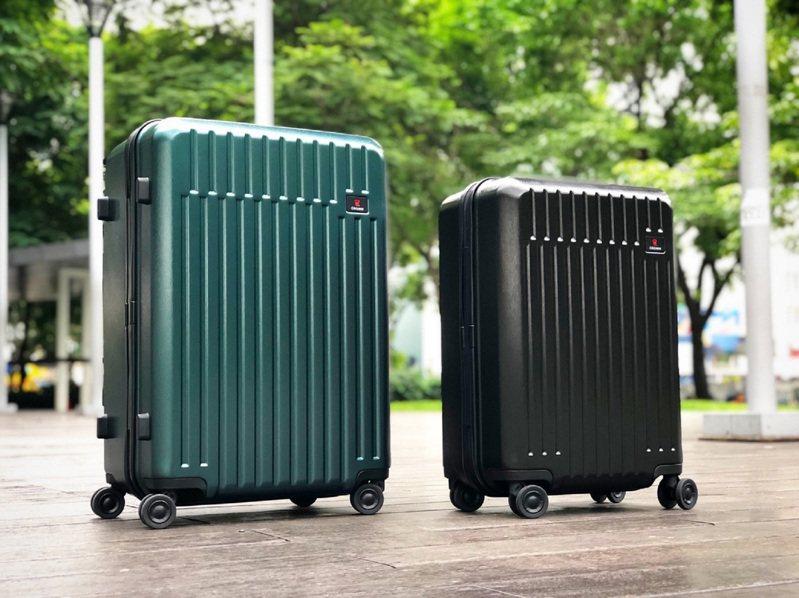 悍馬行李箱採用100%德國拜耳PC耐碰撞材質加上護角,經冷凍-12度和60度加溫4小時後再進行摔落測試,堅固又耐摔。圖/CROWN提供