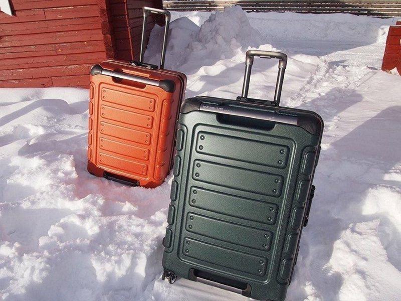搭配即將上路的「三倍振興券」的熱潮,CROWN也推出了Outdoor工裝風的悍馬行李箱。圖/CROWN提供