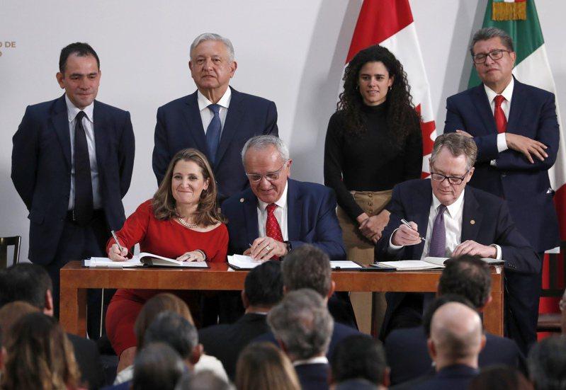 美墨加在去年12月10日簽署「新版北美自由貿易協定」。美聯社