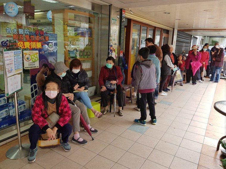 相對於其他縣市的衛生所,台北市12個健康服務中心,成人口罩庫存特別多。本報資料照...