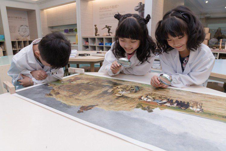 「小小實習生」體驗營以繪畫與雕塑為主題,帶領孩子體驗博物館幕後工作。圖/奇美博物...