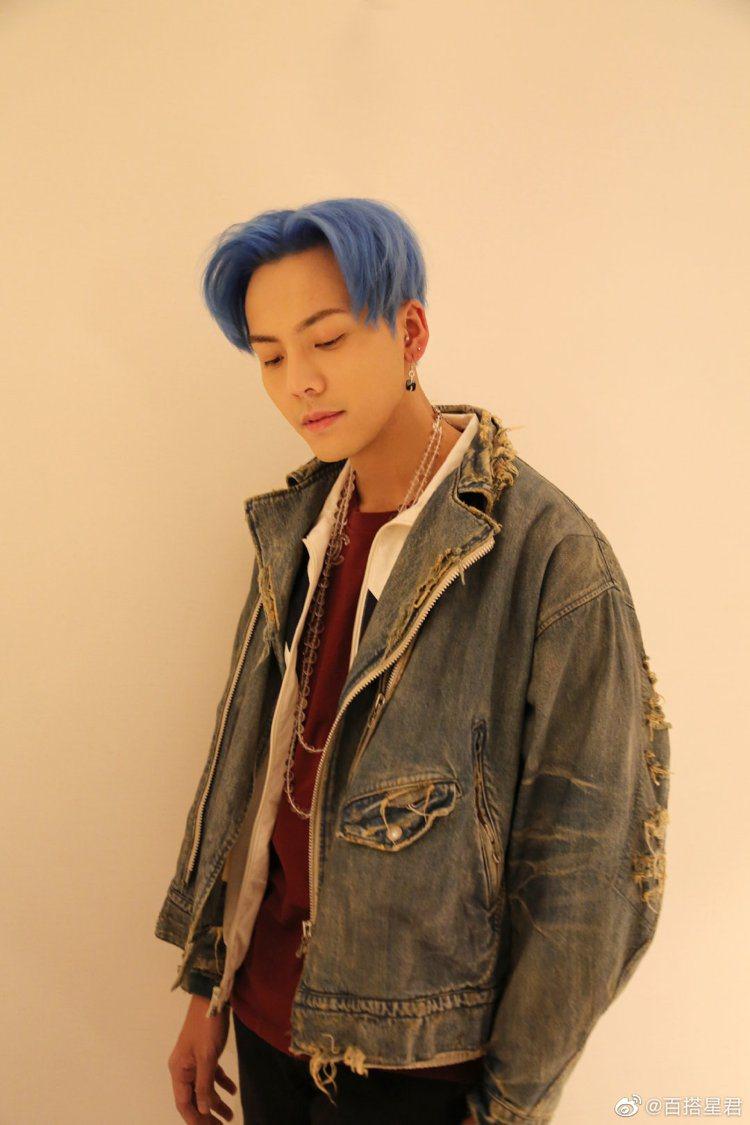 陳偉霆也染過藍髮。圖/摘自微博
