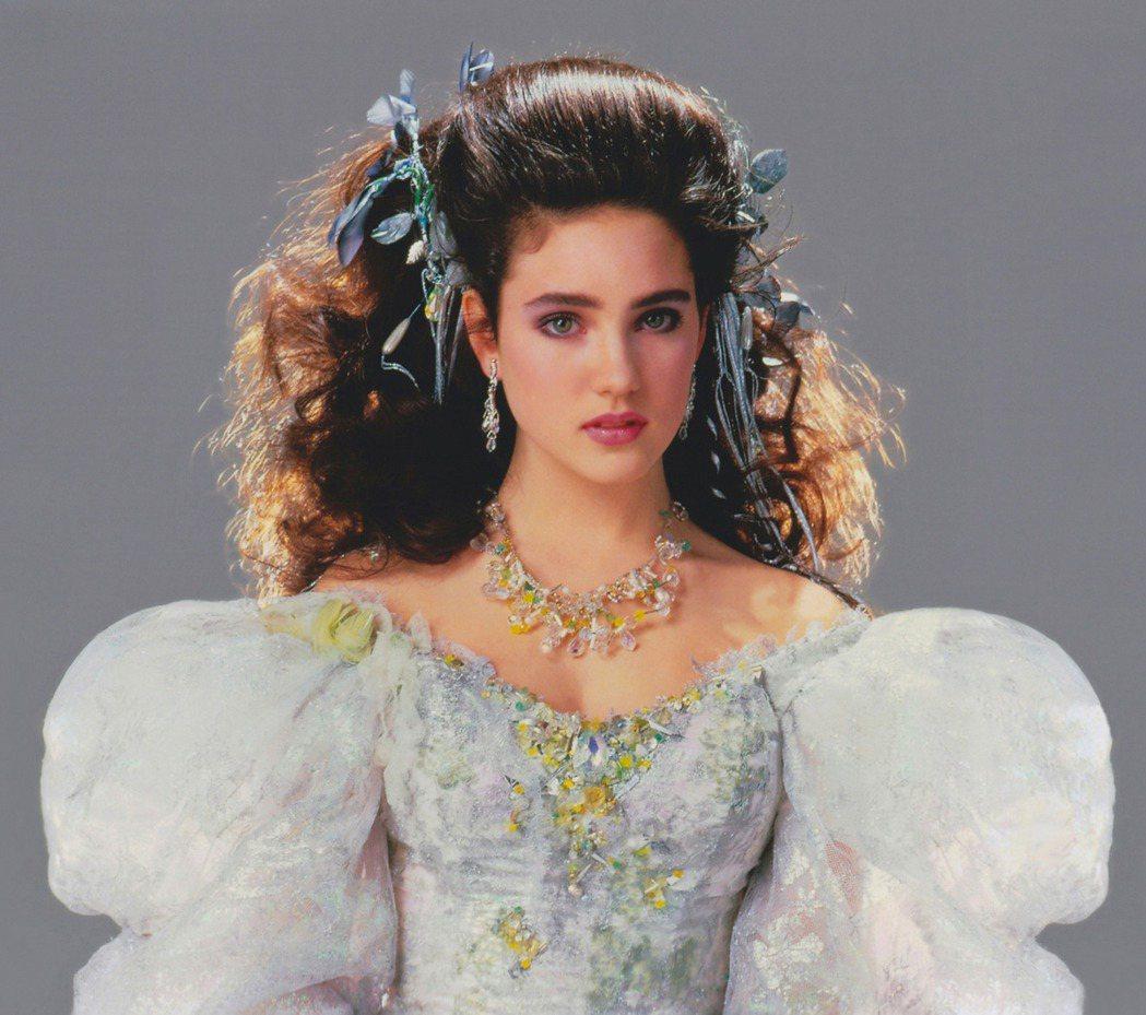 珍妮佛康納莉在「魔王迷宮」造型有如童話故事裡的公主。圖/摘自pinterest