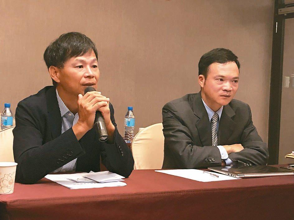 廣明前總經理何世池(左) (本報系資料庫)