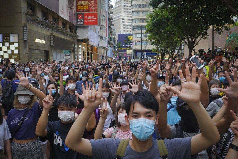 港版國安法施行不到24小時,美國聯邦眾議院1日無異議通過「香港自治法案」。 圖/美聯社