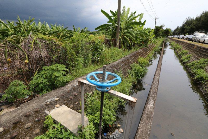 立法院召開臨時會,並在今天三讀通過「農田水利法」,圖為七星農田水利會範圍水圳。記者胡經周/攝影