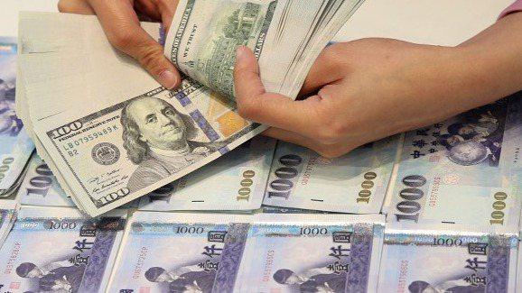 熱錢愛台灣,新台幣匯率升勢煞不住,昨日維持升勢。 報系資料照