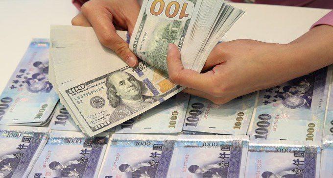 熱錢愛台灣,新台幣匯率升勢煞不住,昨日維持升勢。報系資料照