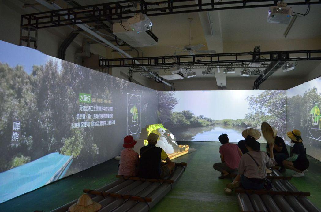 在光雕劇場中體驗相似四草綠色隧道的絕美景緻。  陳慧明 攝影