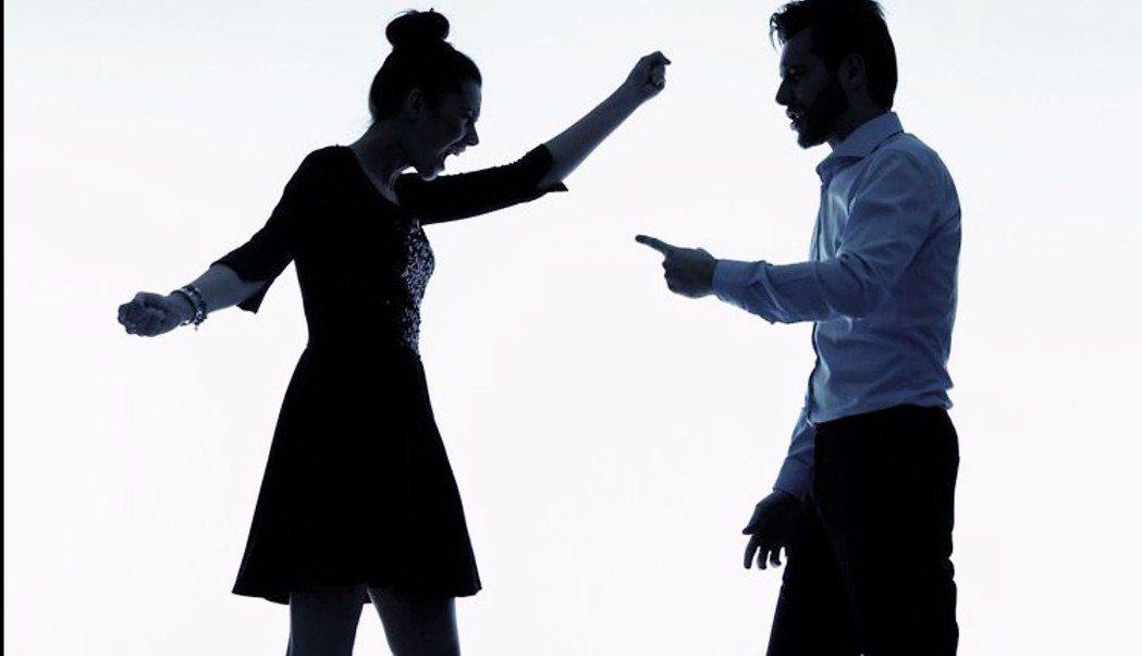 精神科醫師說,性騷擾是常見的職場霸凌,應積極蒐證、對外傾訴、找加害者說清楚,有身...