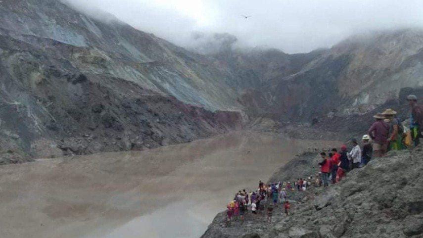 緬甸北部一座玉石礦場今天發生山崩,導致數名礦工受困在廢渣堆下,至少有50人死亡。...