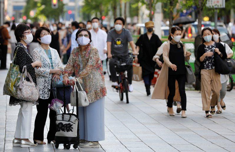 日本幾個主要地區今天新增不少2019冠狀病毒疾病(COVID-19)確診病例,包括東京都107例、千葉縣11例、神奈川縣11例等,截至下午5時30分總計已達150例。 路透社