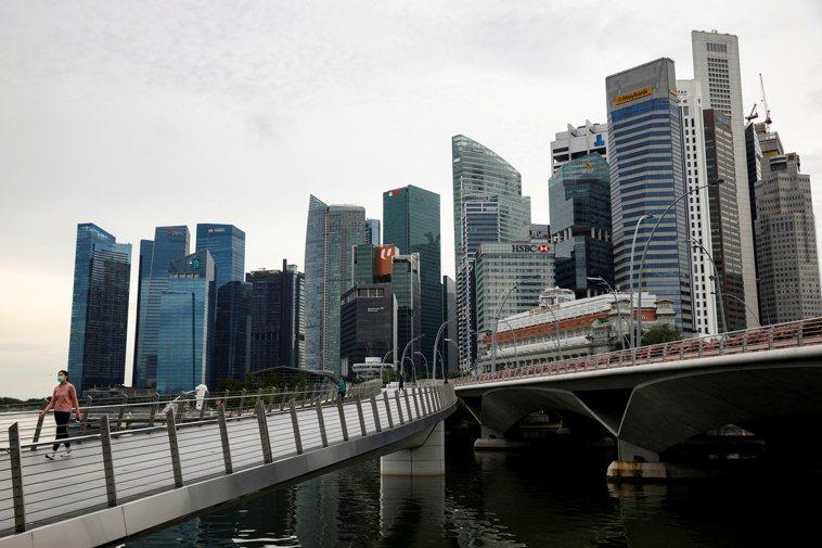 武漢肺炎衝擊全球,根據一項調查,22%的新加坡民眾表示,自從居家防疫措施實施以來...
