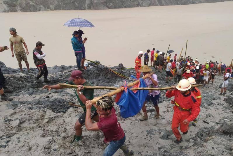 緬甸北部一座玉石礦場今天發生山崩災難,目前至少已從泥石中拉出126具礦工屍體,這起事故為緬甸危險礦業有史以來最嚴重意外之一。 新華社