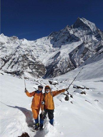 葉金川和太太張媚到尼泊爾安納普娜基地營雪地健行。 (圖/葉金川提供)