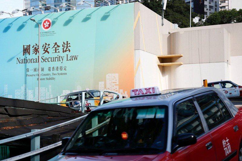 2020年7月1日,香港主權移交23周年。圖為「港區國安法」通過前夕的廣告看板。  (達志)