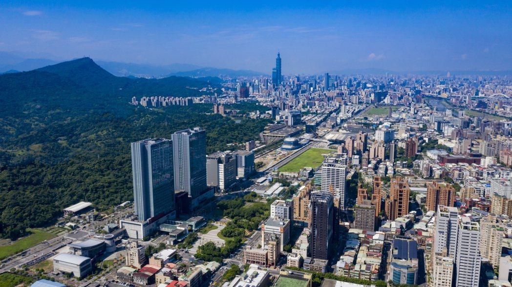 南港區內的指標開發案「世界明珠」佔地 9,453 坪,是北市罕見的大基地開發案。...