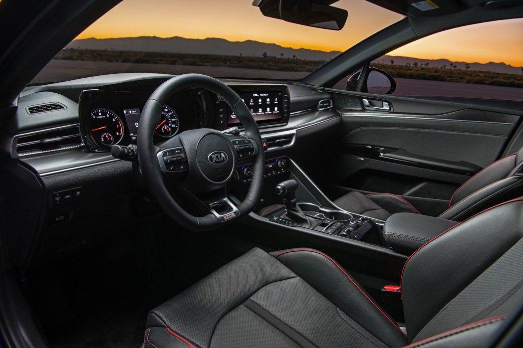 新世代美規Kia K5內裝 (圖為K5 GT式樣)。 摘自Kia