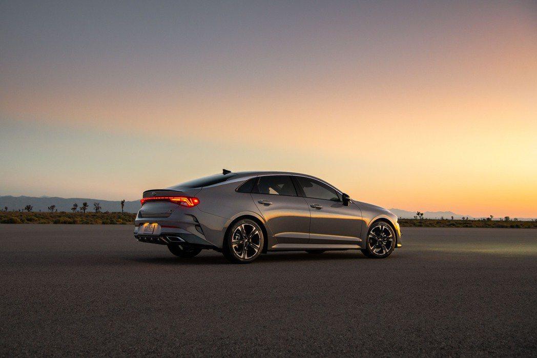 美規Kia K5 GT-Line將於今年底提供四輪驅動版本。 摘自Kia