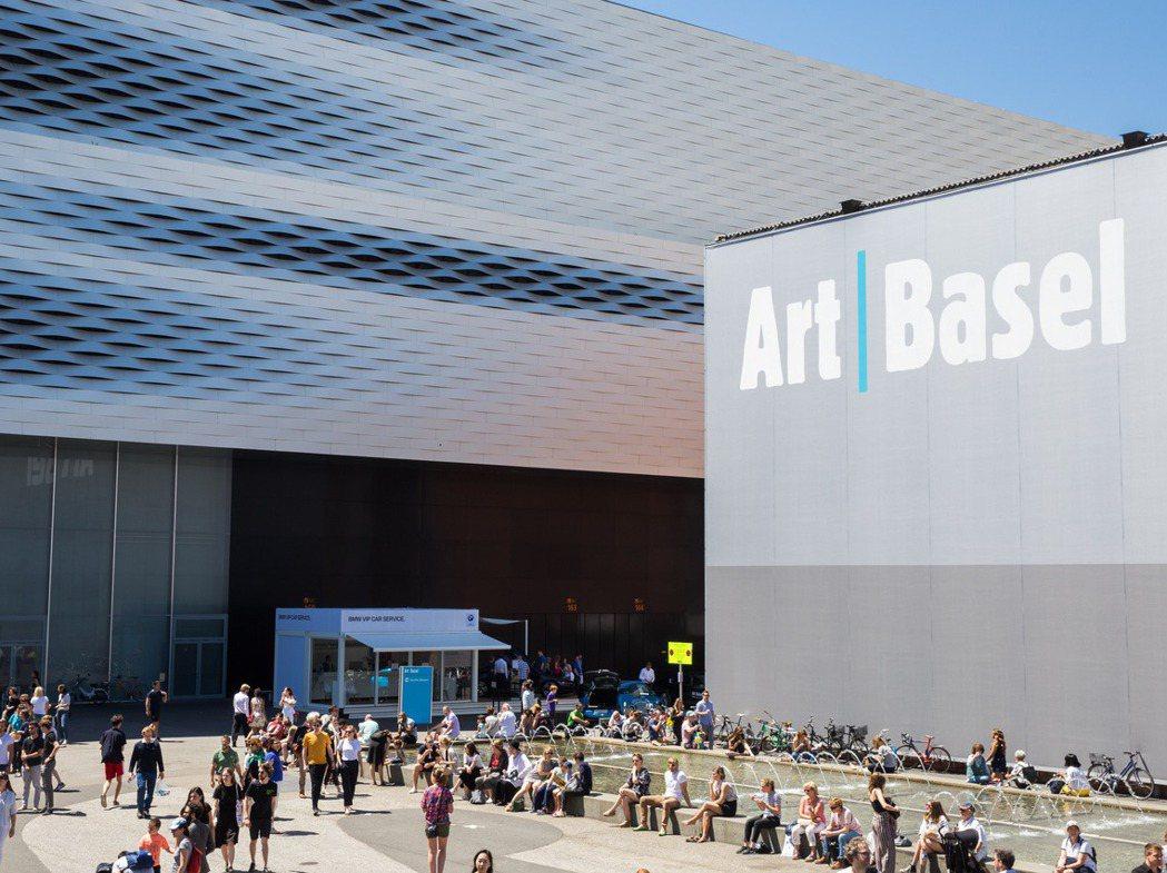 位於瑞士的巴塞爾藝術博覽會現場,2019年為期六天的展覽,吸引近93,000人次...